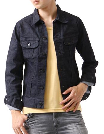 ネイビーのデニムジャケット