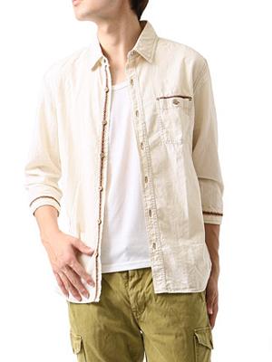 白のダンガリーシャツの着こなし