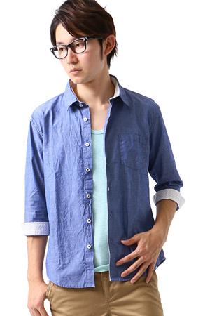 青のカジュアルシャツ