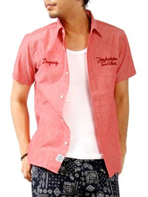 ピンクのダンガリーシャツの着こなし