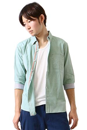 グリーンのカジュアルシャツ