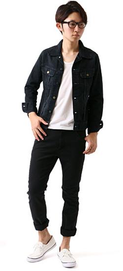 ジャケットとジーンズの着こなし