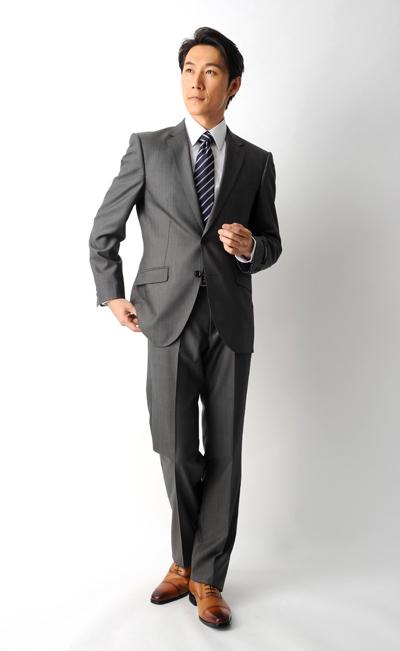 スーツの着こなし:着回し幅が ...