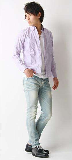 カジュアルシャツとジーンズの着こなし