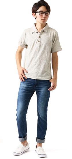 襟付きシャツとジーンズの着こなし