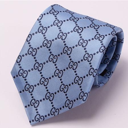 青のグッチネクタイ