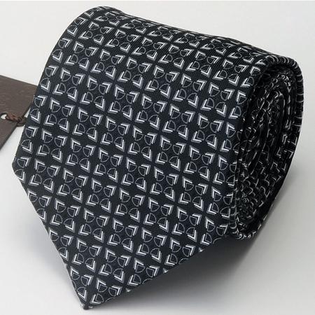 黒のグッチネクタイ