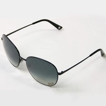 レンズにロゴが入ったグッチのサングラス