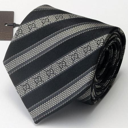 ブラックのグッチネクタイ