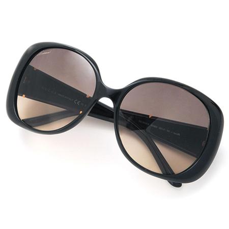 黒のグッチのサングラス