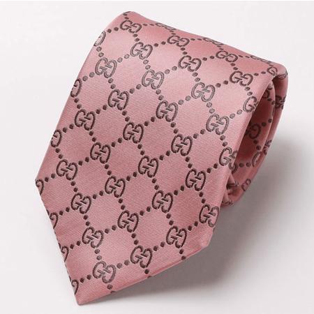 ピンクのグッチネクタイ