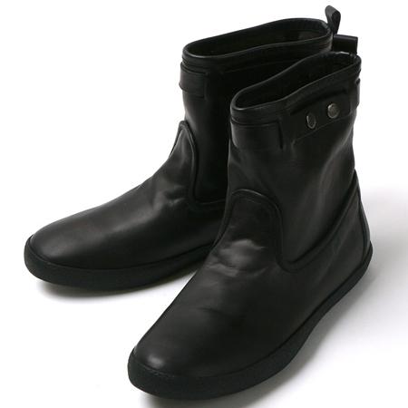黒のモンクレールのショートブーツ